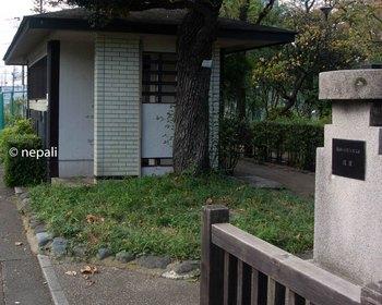 DSC_2935梅屋敷跡のトイレ.jpg